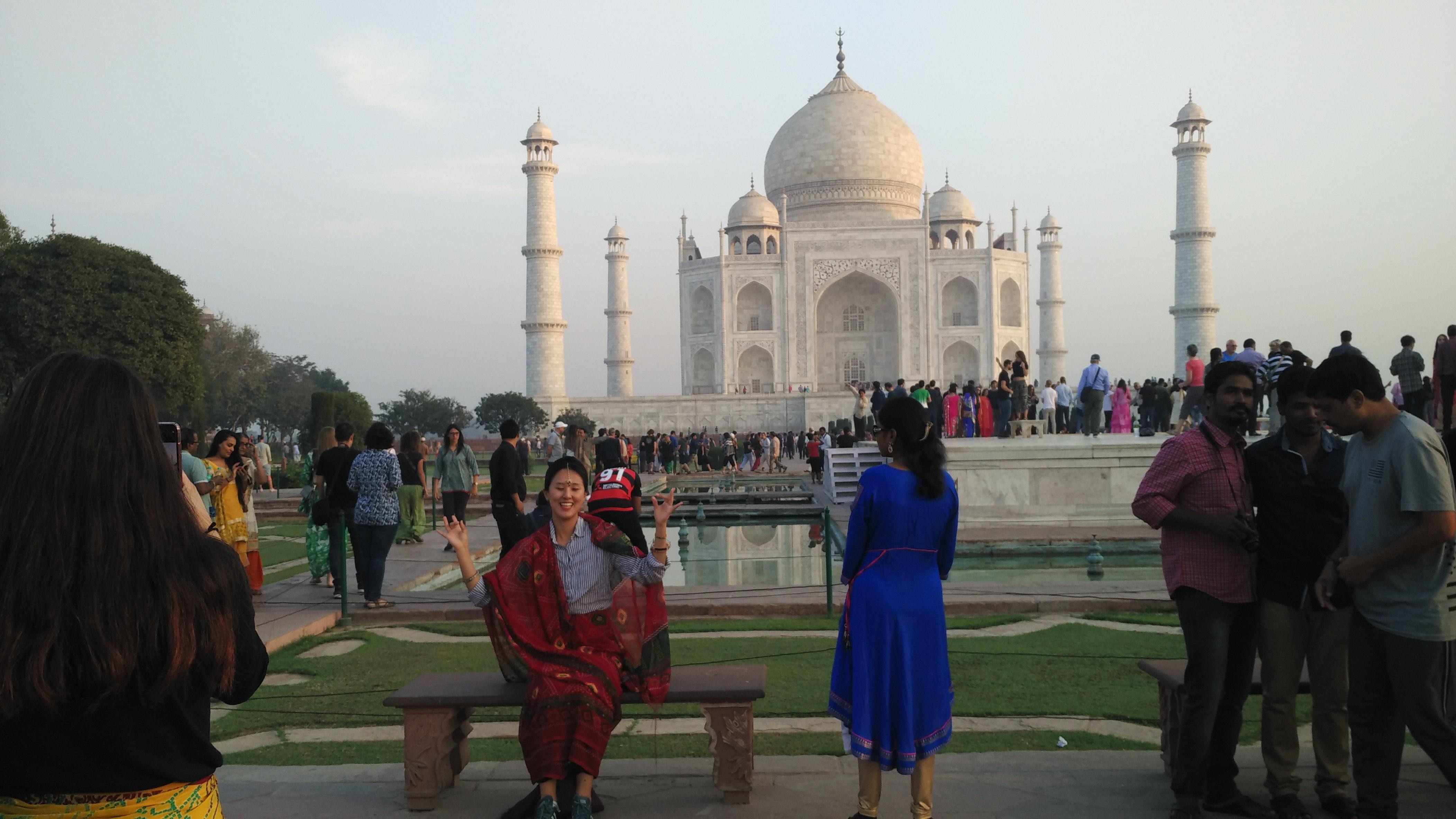 foreigners at Taj Mahal