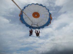 parasailing couple